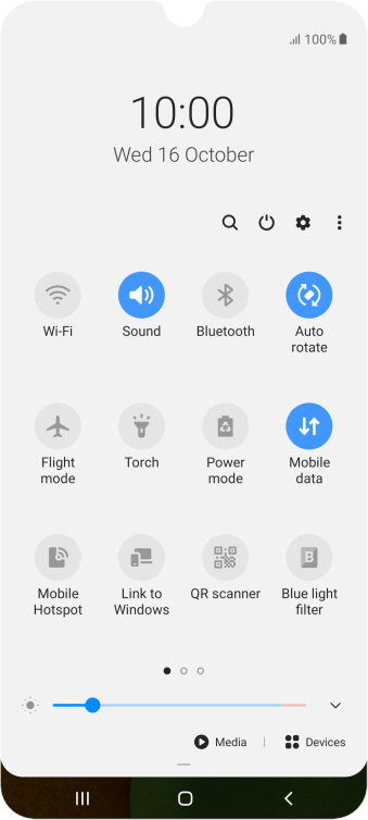 Press the mobile data icon to turn the function on or off.